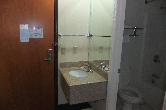 Motel 6 Urbana : Granite sink