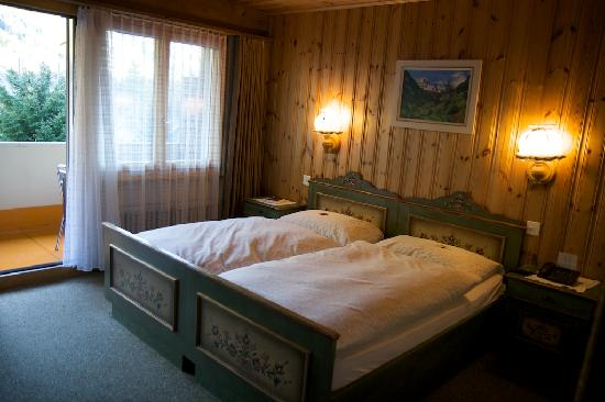 Typically Swiss Hotel Taescherhof : Typical Bedroom
