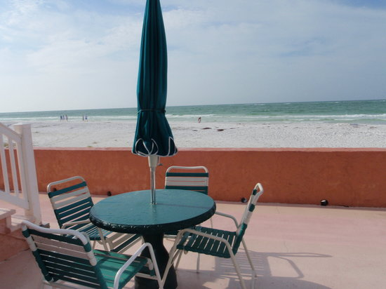 Siesta Sands on the Beach : Outdoor patio on ocean front