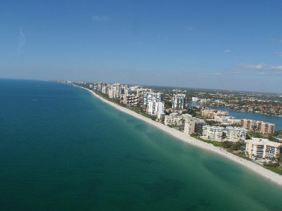 Island Hoppers Aerial Adventures: Bird's eye view of the beautiful beaches of Naples!