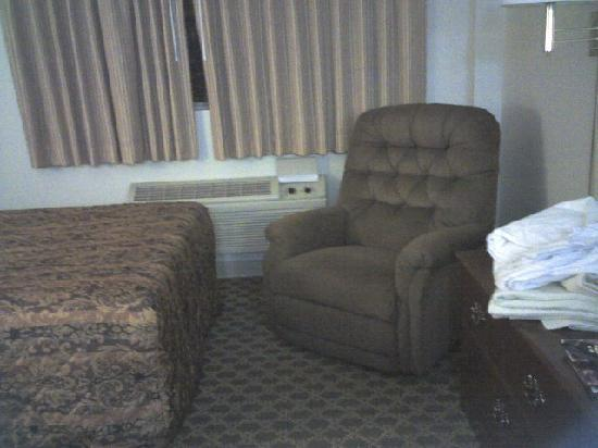 The Madison Inn by Riversage: View of 2nd bed & chair; cramped, worn - not like photos posted on-line