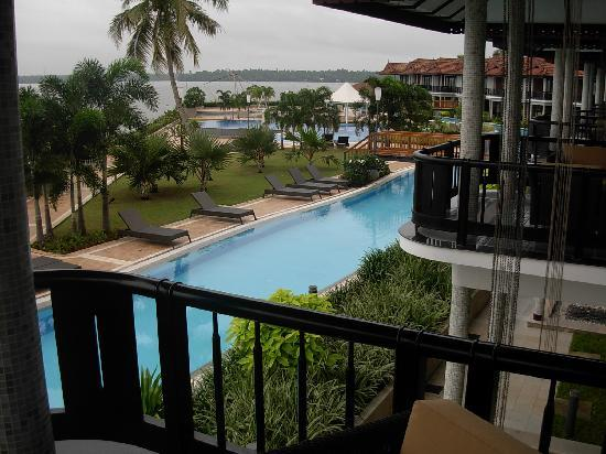 Ramada Resort Cochin: Pool & Backwaters view