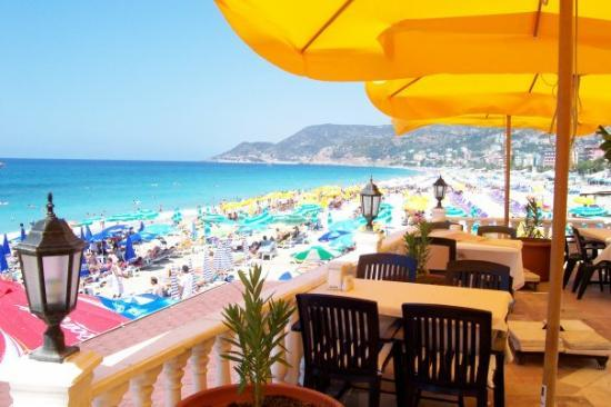 Palmiye Beach Hotel: Breakfast on the beach. :)