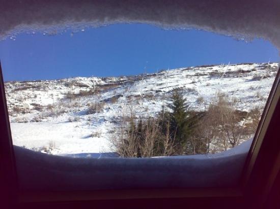Vielha, Spanien: Vista desde la ventana sobre la cama