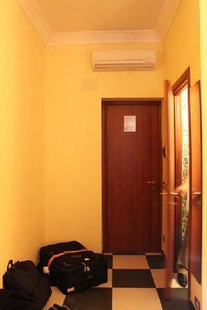 Centro Romano: entryway (bathroom is to the right)