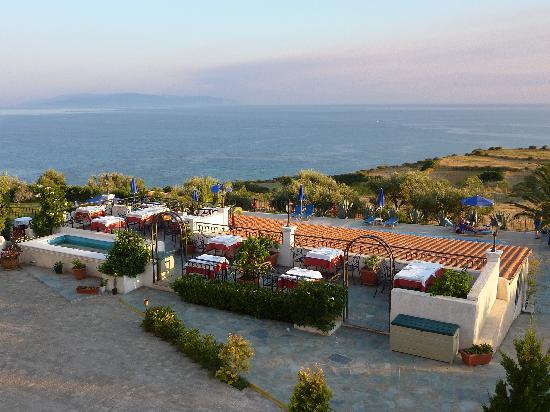 Trapezaki Bay Hotel: Abendessen
