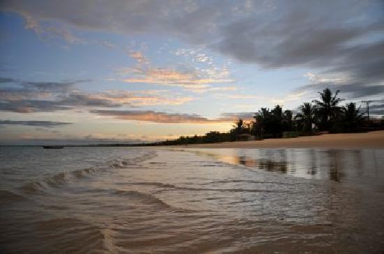 Ponta do Corumbau, BA: Sunset on the beach in front of Loin de Tout - Copyright © 2009 Simon Butcher -