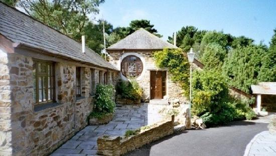 Hendra Paul Cottages: Our first classic courtyard photo!