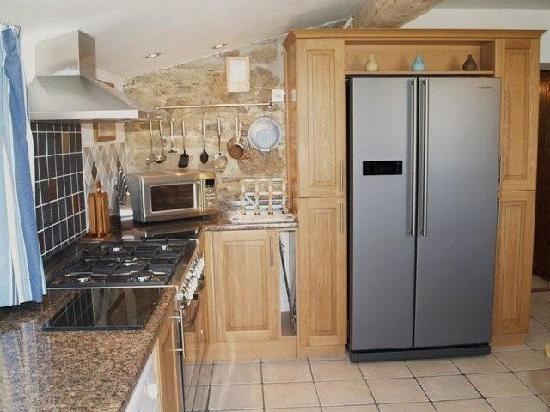 Hendra Paul Cottages: The Ultra plush modern kitchen, better than home!