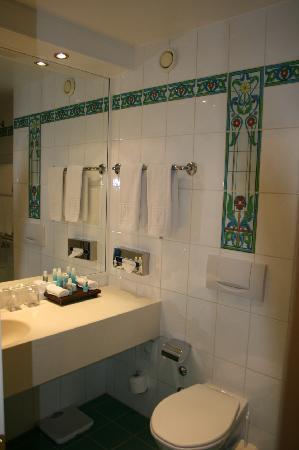 Tiffany Hotel: Bath
