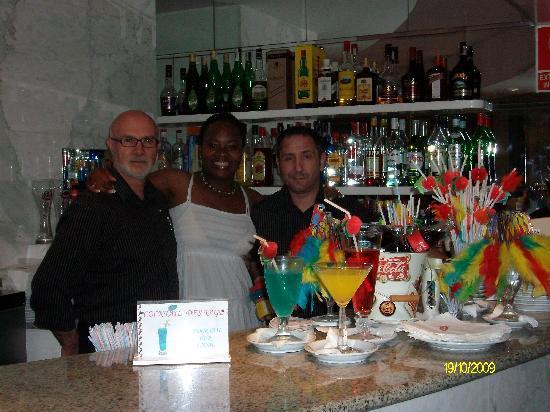 Hotel JS Ca'n Picafort: perfect barmen!