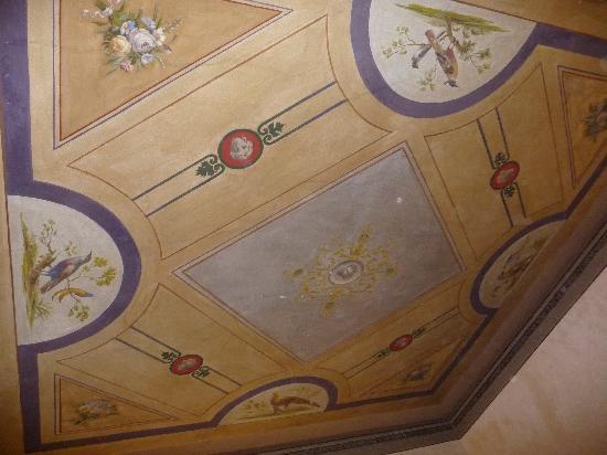Bed and Breakfast Alba : Plafond de la chambre