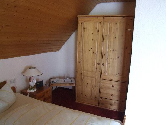Josen Hotel Titisee- Neustadt: wardrobe