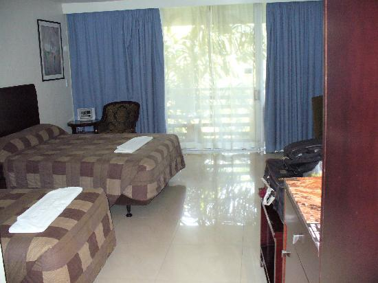 Gateway Hotel & Apartments: Room