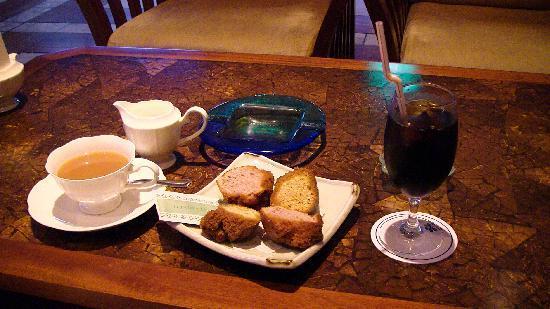 JAL Private Resort Okuma: 喫茶店のサーターアンダギーセット