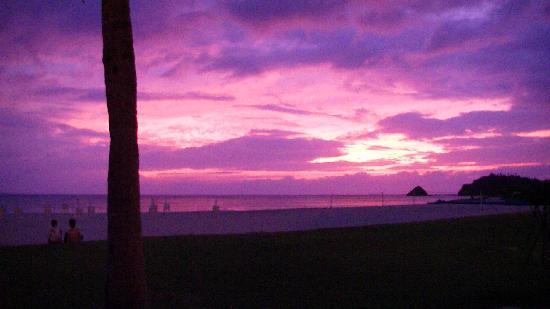 Okuma Private Beach & Resort : ビーチから見える夕日