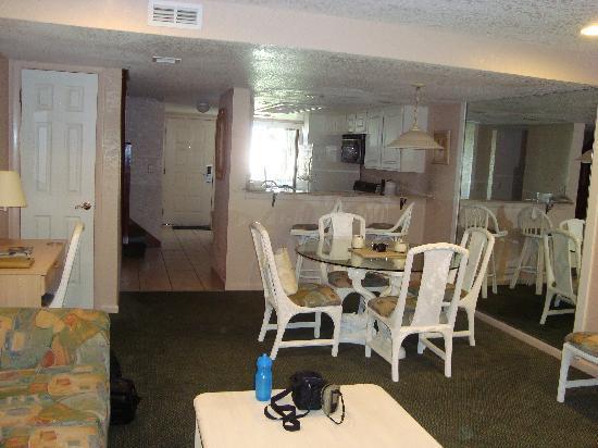 Orlando International Resort Club: Living/dining area
