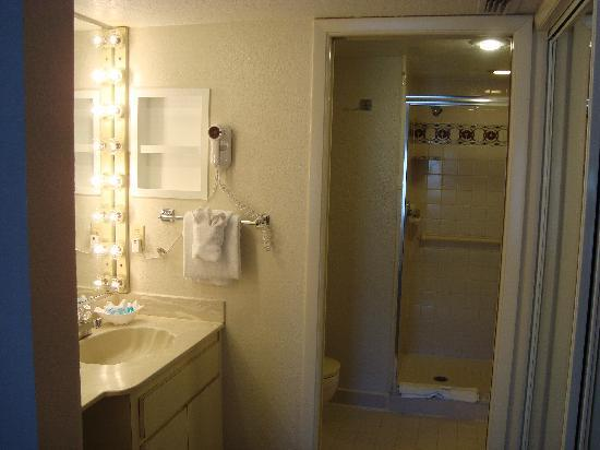 Orlando International Resort Club: Master bath