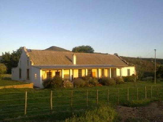 Rolbaken Country Guesthouse & Cape Mountain Zebra Reserve : The charming farm house of our hosts