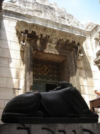 SPLIT: entrada al Baptisterio