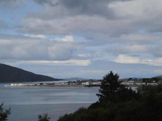 Tranquility Bed and Breakfast: Distance view on Ullapool
