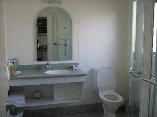 Jasmine Court Motel: Bathroom