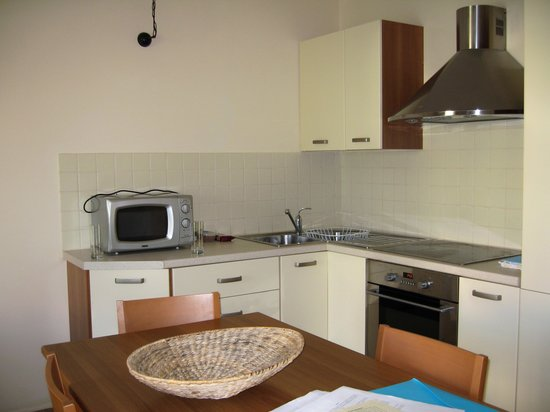 Enalion Suites: Kitchen
