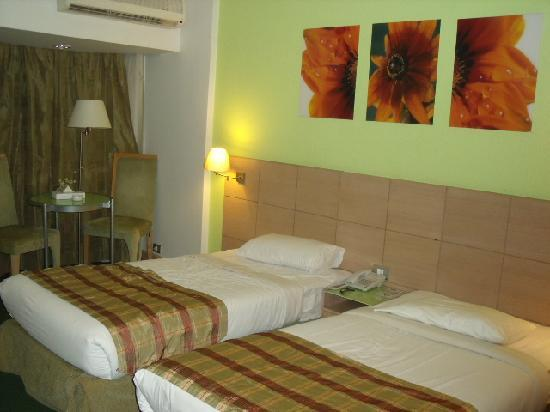 Santana Hotel: Newer Refurbished room