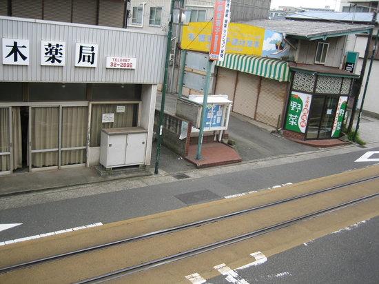 Kakiya Ryokan  Shinkan : 階下には江ノ電の線路が