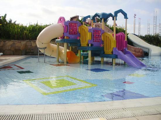 Pegasos World Hotel: Baby slides