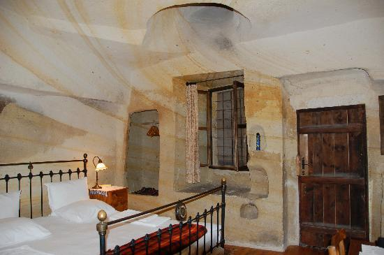 Esbelli Evi Cave Hotel: Our cave room