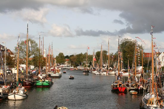 Haarlem, Holland: Canalfest on Friday