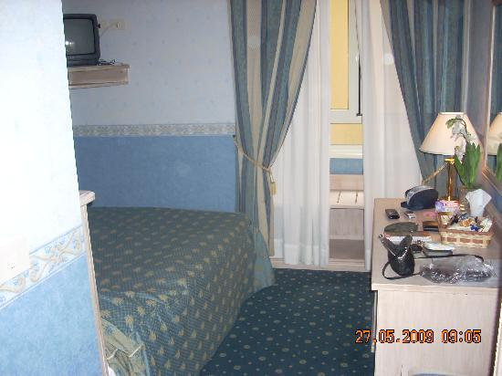 Piccolo Imperiale Guest House: Room inside