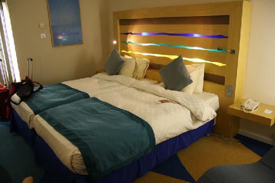 Radisson Blu Hotel London Stansted Airport: Letto Matrimoniale Grande E  Confortevole