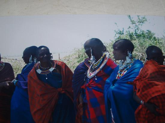 Ol Mesera Tented Camp: Group of Massai who live there