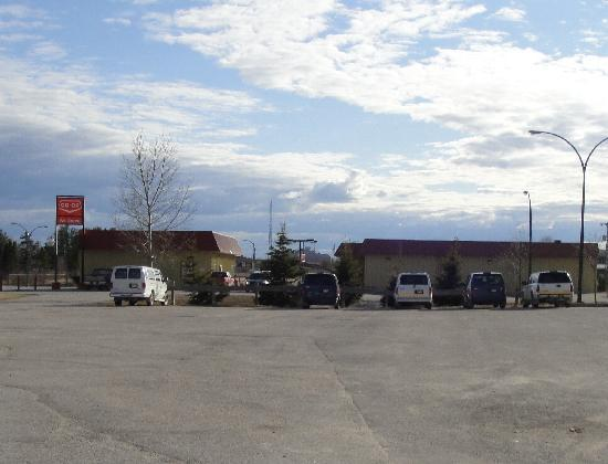 Gillam, Canada: Co-Op gas station and grocery store