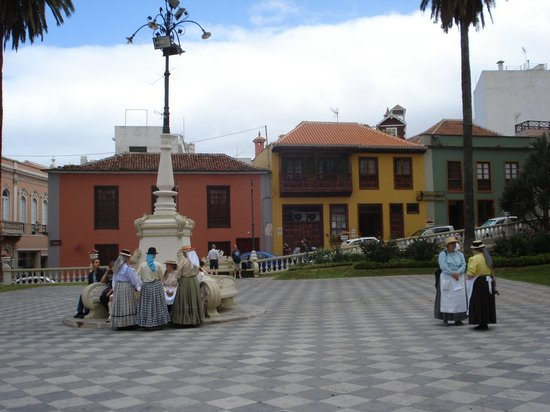 La Orotava, Spain: Canary Folk dancers gathering