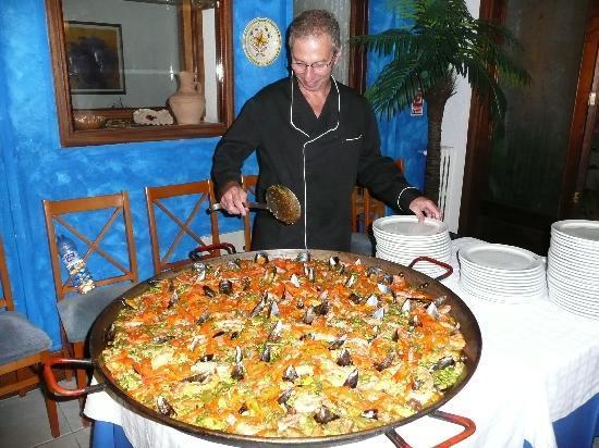 Ona Hotels Soller Bay : soirée paella et sangria