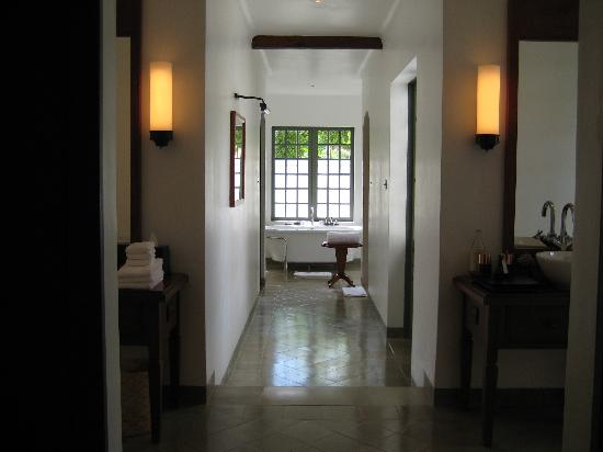 Amantaka: Bathroom of Khan Suite