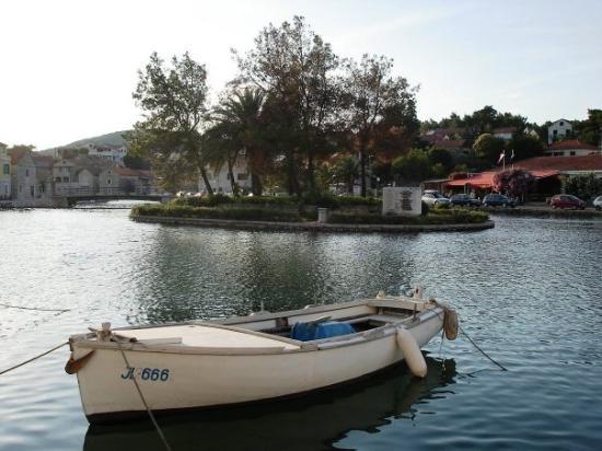 VRBOSKA: lago en el centro de la ciudad