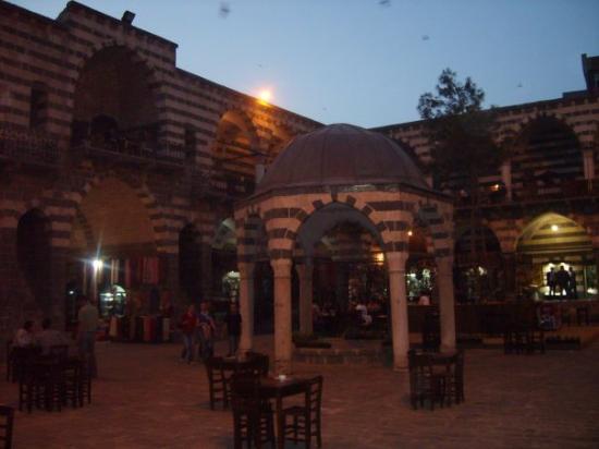 Diyarbakır, Türkiye: Diyarbakir: Inside the Hasan Pasa Hani