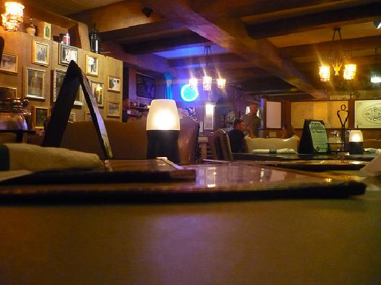 Wells Brothers Italian Restaurant: Interior