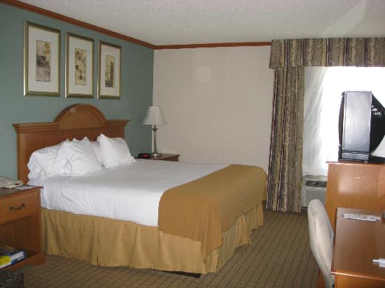 Holiday Inn Express Phoenix Airport (University Drive) : King suite