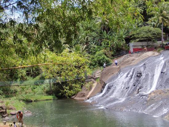 Talofofo Falls Park: 滝