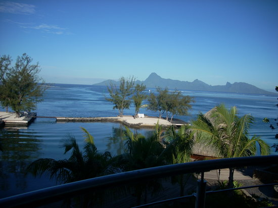 Manava Suite Resort Tahiti : Early morning we first got at the hotel