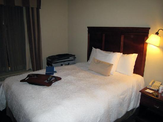 Hampton Inn & Suites Wells-Ogunquit: One of two queen beds