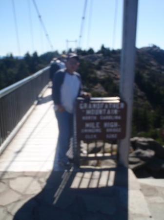 Linville, Karolina Północna: Mile High Swinging Bridge, highest footbridge in America.