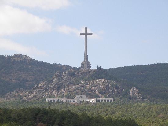 Valle de los Caídos: Landscape puts Facist memorial in its place