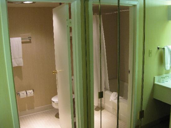 DoubleTree by Hilton Hotel Boston - Andover: Bath area