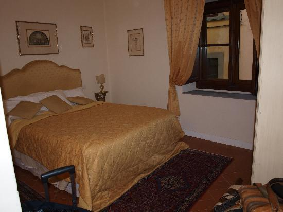 La Casa del Garbo: side bedroom - Michelangelo